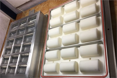 18 CAVITY BISCUIT TRAY PP MOLD FOR ILLIG RV53D