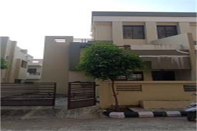 Bungalow for sale at Tilak Nagar