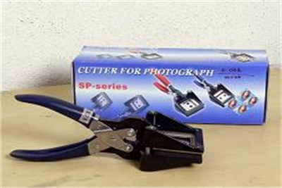 CUTTER FOR PHOTOGRAPH