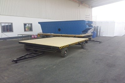 TRILER WITH SOLID RUBBER TYRE